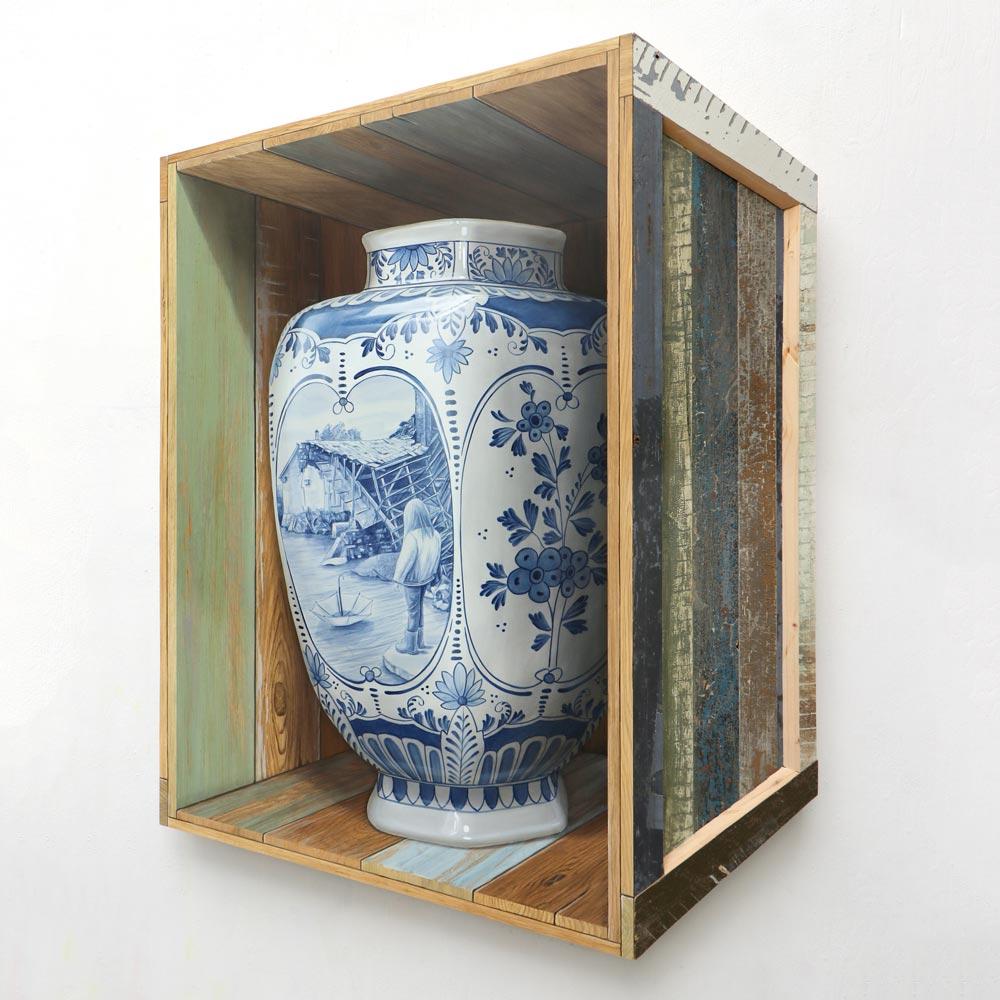 Depair art by Leon Keer flood climate delfblue vase delft blauwe vaas