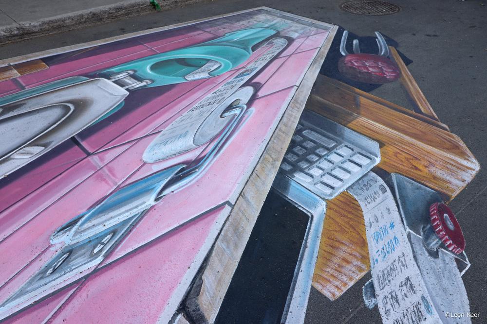 3d streetpainting fake news by Leon Keer
