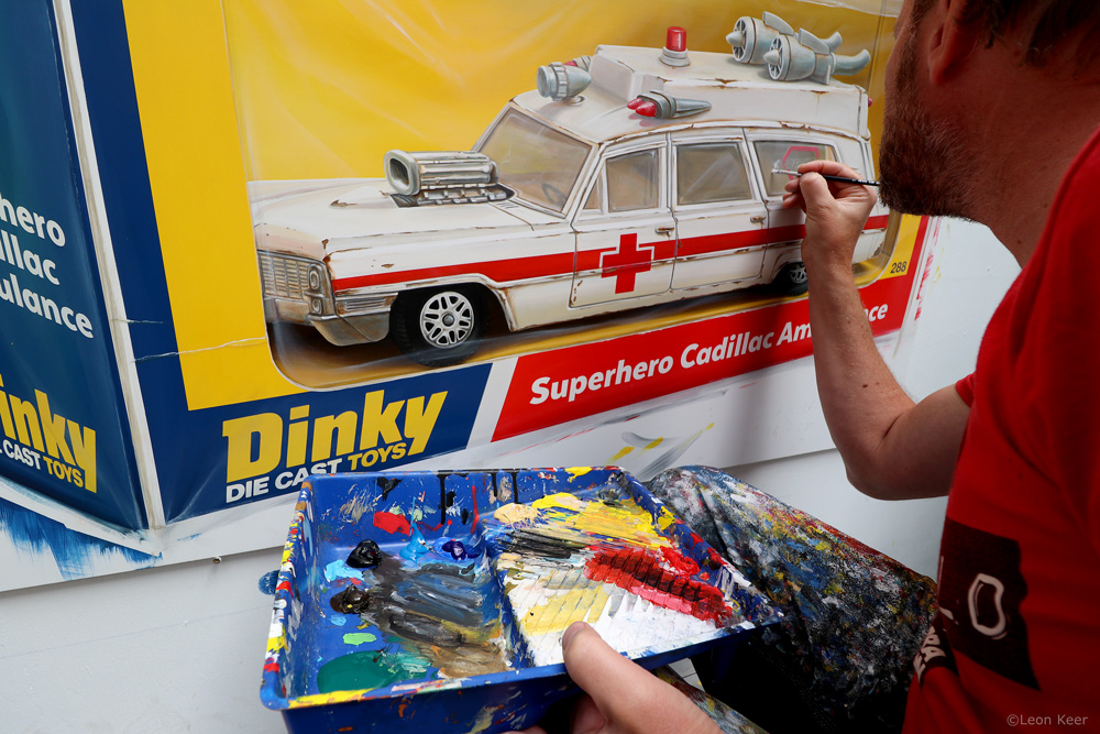 Superhero Ambulance painting by Leon Keer