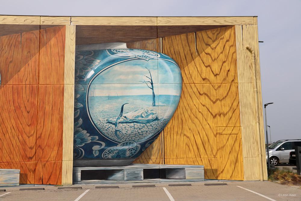 3d mural leon keer crystal ship