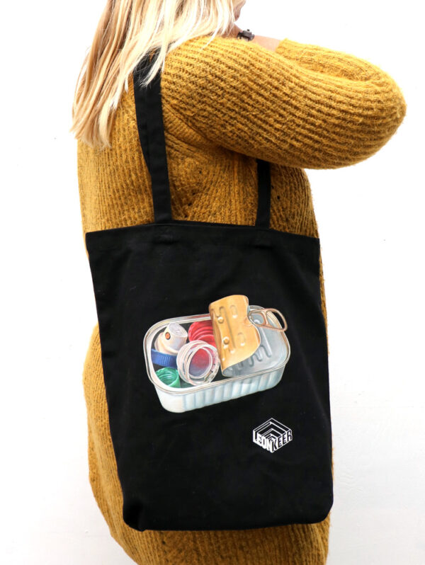 Leon Keer bag 'Choking Hazard'