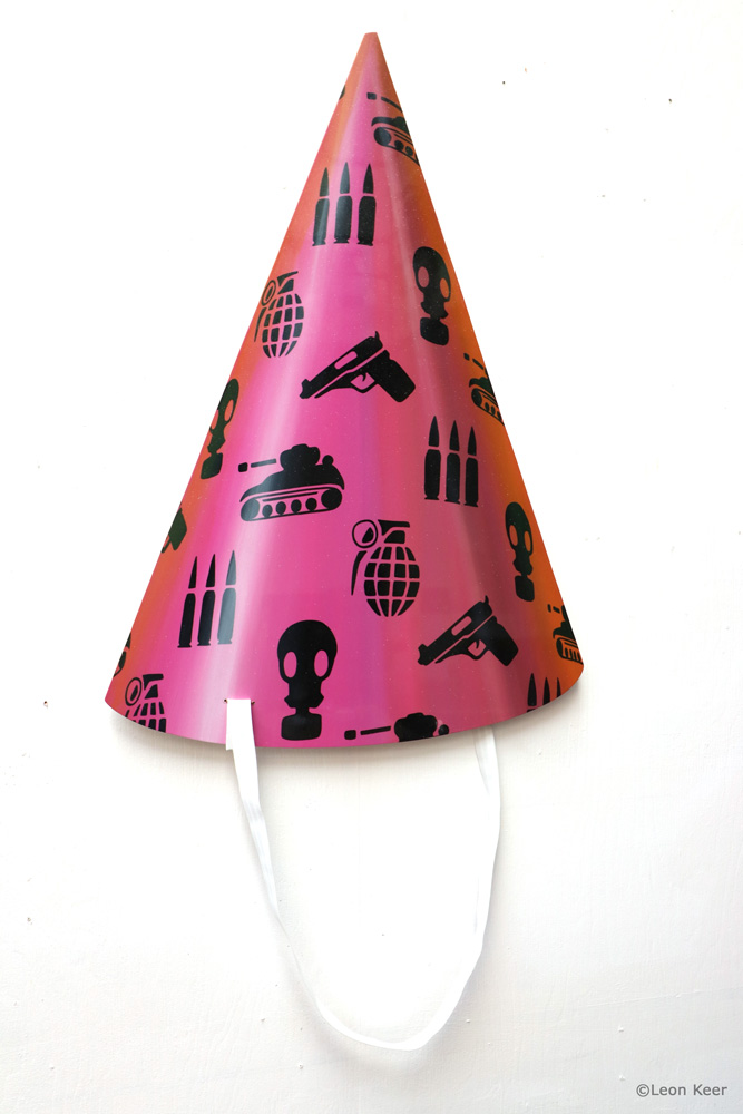 Party war hat painting by Leon Keer
